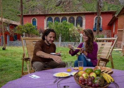 Desayuno en el jardín / Breakfast in the garden